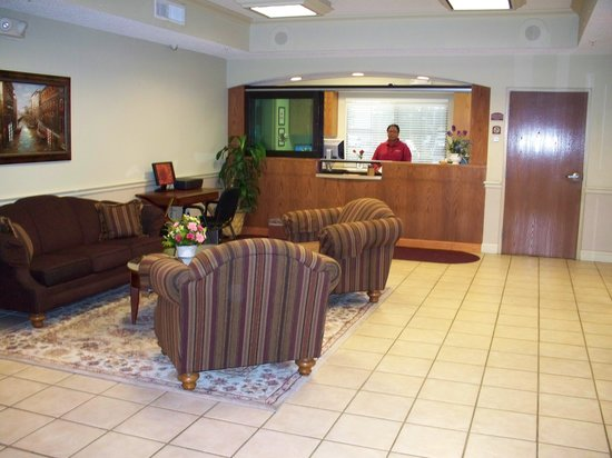 Wichita Inn West: Lobby