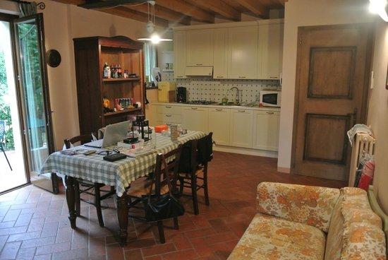 Residence Fondo la Campagnola: Wohnraum mit Küchenzeile