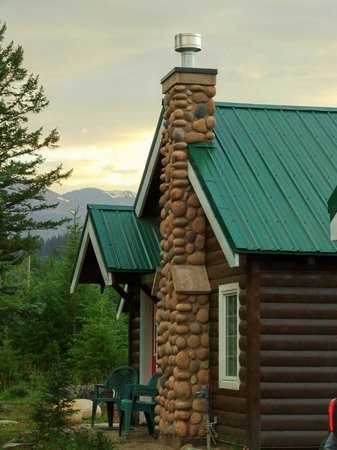 Pine Bungalows: Cabin from outside