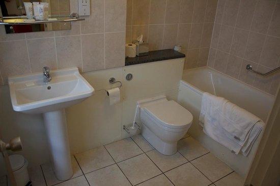 Regent Hotel : Bathroom