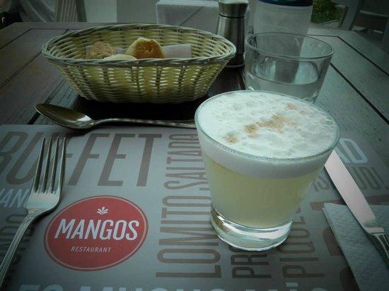 Mangos: bebida tipica de lima - pisco sour, lembra a caipirinha