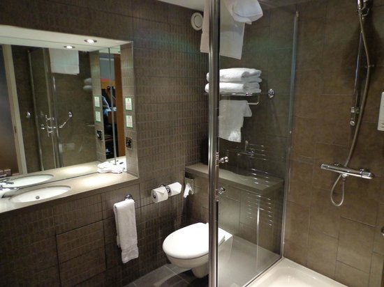 Holiday Inn Aberdeen West : Queen Bed Standard Room