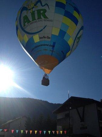 360 Sun and Ski : ballon over le Marlow cafe