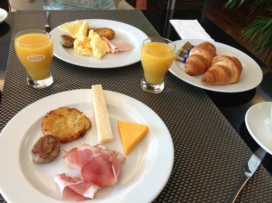 GOLD INN Adrema Hotel: Nuestro desayuno