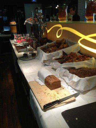 GOLD INN Adrema Hotel: Zona de repostería: croissants, pan, etc...