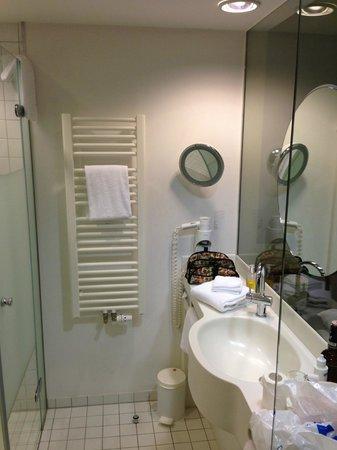 GOLD INN Adrema Hotel: Baño de la habitación