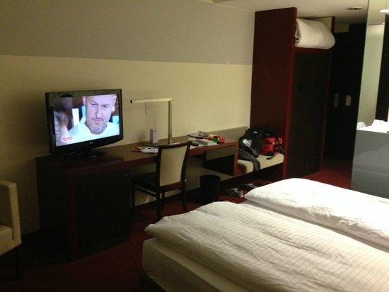GOLD INN Adrema Hotel: TV habitación