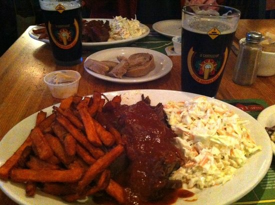 Barrington Brewery & Restaurant: BBQ Beef Brisket and Barrington Brown at the Brewery
