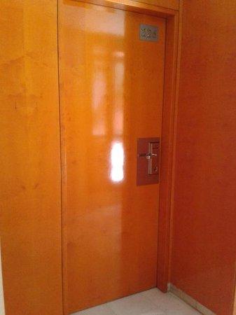 NH Amistad Murcia: Puerta habitación