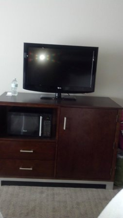 Hampton Inn & Suites Mansfield: TV, Fridge & Microwave