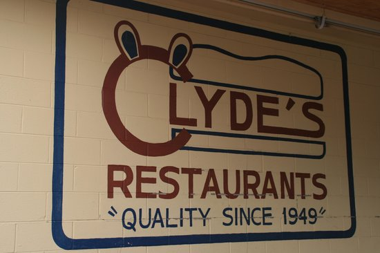 Clyde's Drive-In: Sign