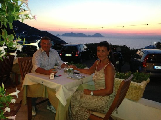 hotel ortensia : La cena al tramonto