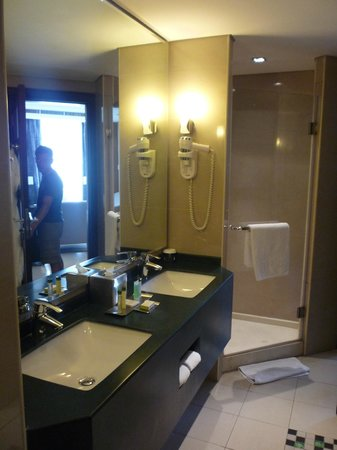 DoubleTree by Hilton Hotel Aqaba: Lavabo