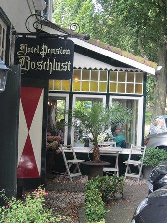 Hotel Boschlust: Gehört auch noch mit zum Speisesaal neben dem Eigangsbereich