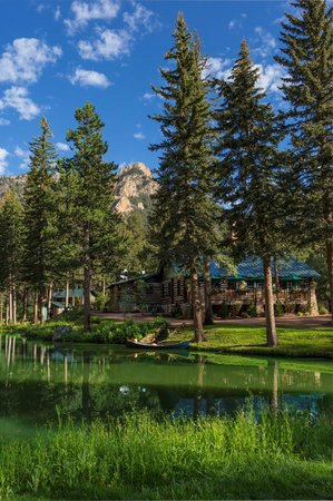 The Broadmoor Ranch at Emerald Valley: Lodge Exterior