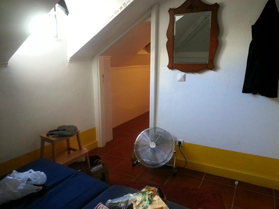 Lisbon Story Guesthouse: Other half of room.