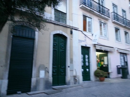 Lisbon Story Guesthouse: Front door (last green door on far right)