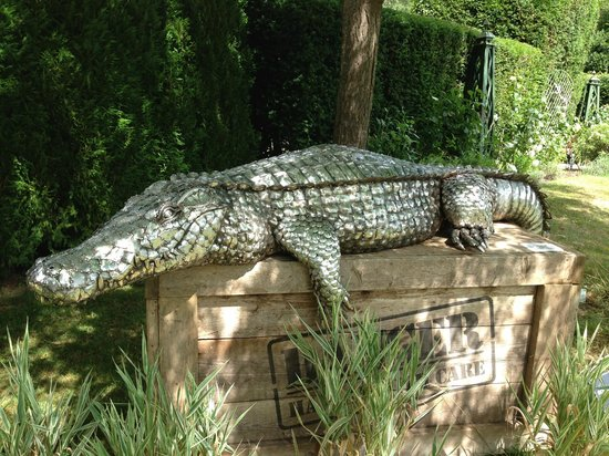 Mill at Gordleton: Crocodile Sculpture