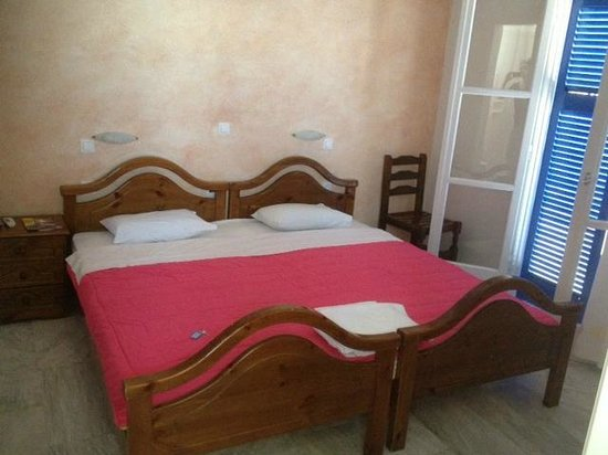 Anna Pension: Typical budget bed in greece not comfy but not the floor either