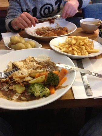 Station Hotel Avoch: potatoes,chips and steak and ale pie is my serving the top plate is sweet and sour chicken and r