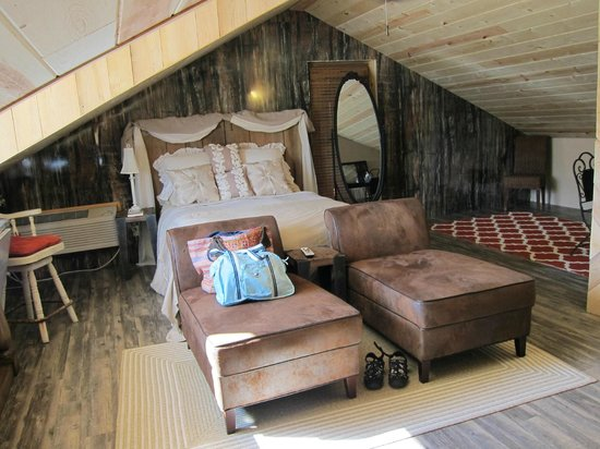 Peaceful Oaks Bed Breakfast and Barn: Barn Loft