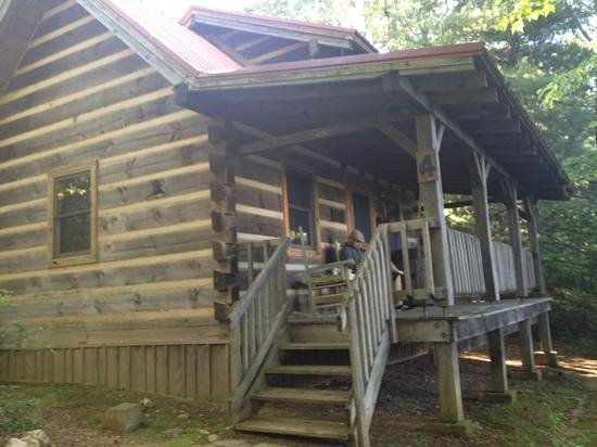 Fiddler's Roost Cabins : red rooster inn