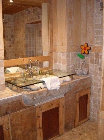 Hotel Arbez Franco-Suisse: salle de bains