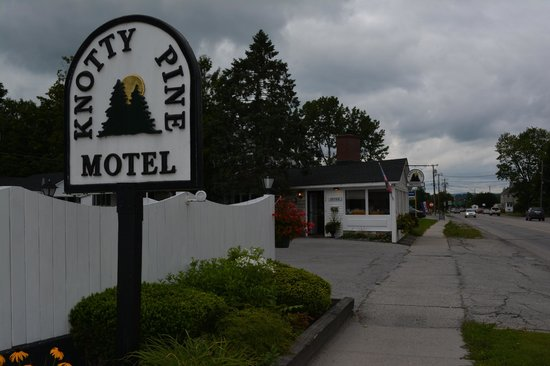 Knotty Pine Motel: Lovely mom-and-pop in Bennington