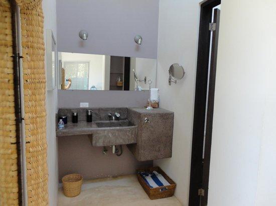 The Hotelito: Bathroom