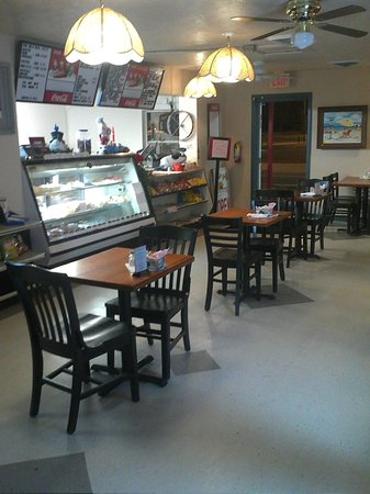 Suds n Subs: In side of newly renovated frount dinningroom