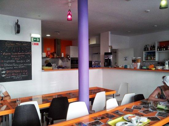 Golden Tram 242 Lisbonne Hostel: mama linda menu y cocina