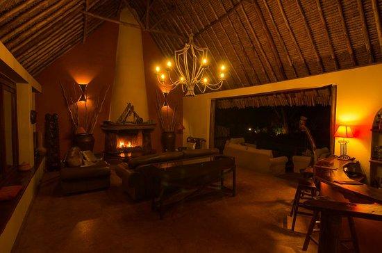 Tawi Lodge: Lodge, main room