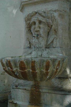 Le Circuit des Fontaines : Une fontaine de Pernes