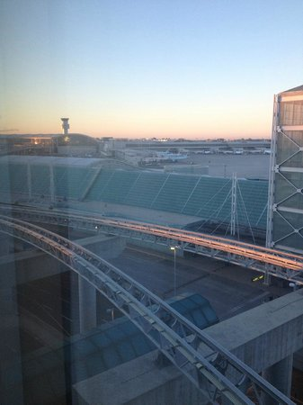 Sheraton Gateway Hotel in Toronto International Airport: View from room
