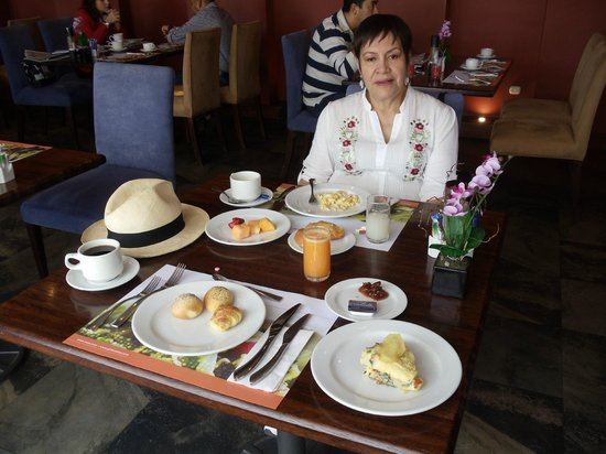 Howard Johnson Hotel Loja: This was an example of breakfast.