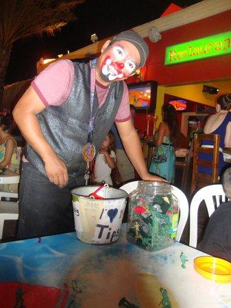 Senor Frogs: Clown