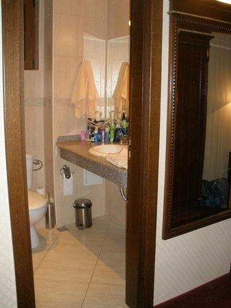 Hotel Hanat: Ванная