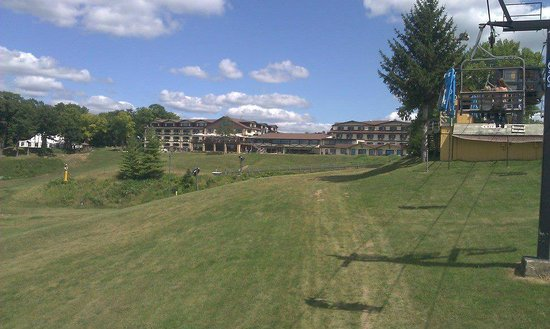 Chestnut Mountain Resort : View of the hotel from the mountain