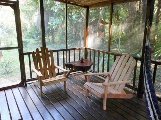 Macaw Bank Jungle Lodge: Screened deck off of the Cotton Tree Cabana