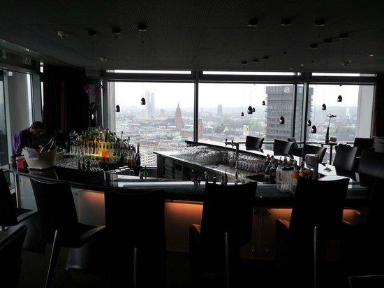 Innside by Meliá Frankfurt Eurotheum: Hotel-Bar mit Aussicht