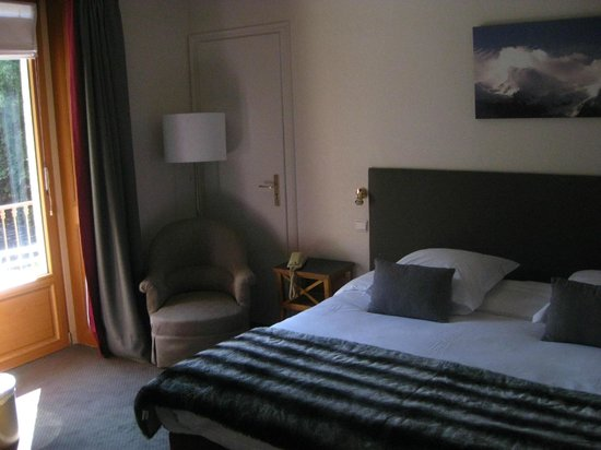 Hotel de La Couronne : bedroom with nice views
