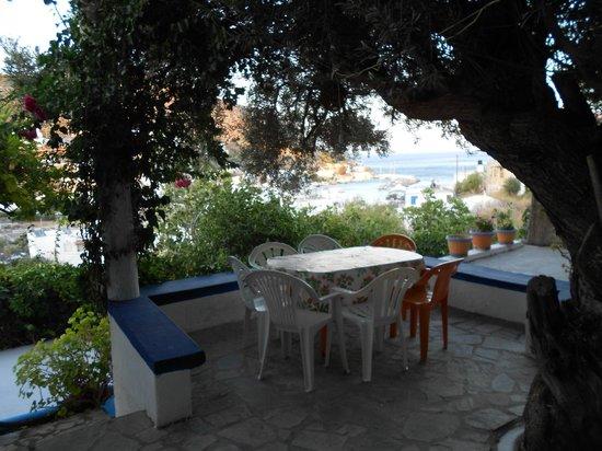 Vangelis Apartments: il patio