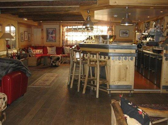 Hotel Chalet Mounier : Favorite Bar- Bartender was Antone