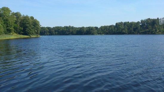 Karvio Dvaras: озеро