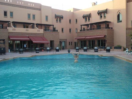 Ibis Marrakech Palmeraie: Area de la  piscina