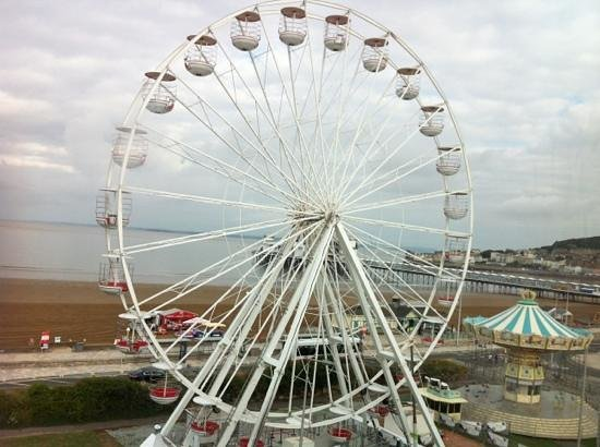 Premier Inn Weston-Super-Mare (Seafront) Hotel: view of the huge Ferris wheel from room 409