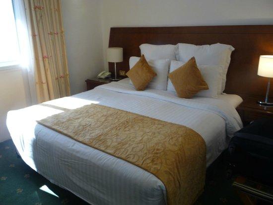 Amra Palace Hotel: Cama