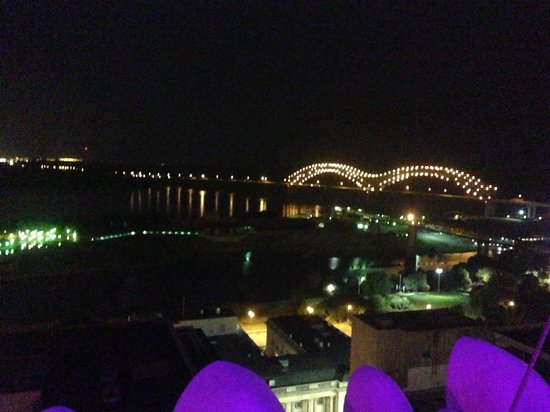 Madison Hotel: Night view from roof top terrace