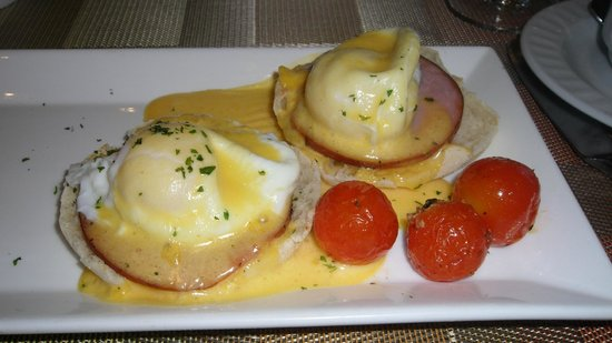 Madison Hotel: Eggs Benedict at Eighty3