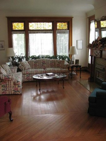 The Clarion House B&B: Living room